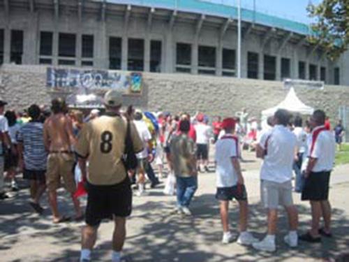 Fans-Outside-the-Colise-MU-